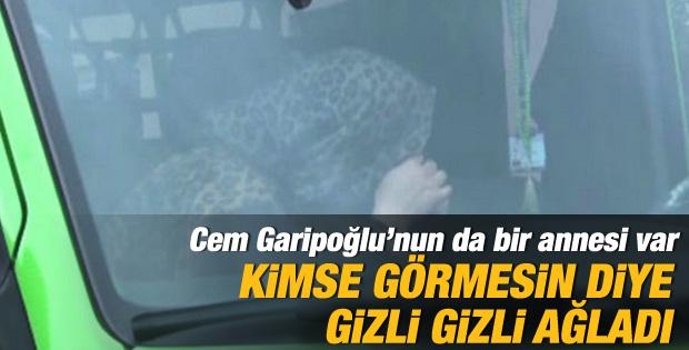 Anne Garipoğlu cenazede gizli gizli ağladı
