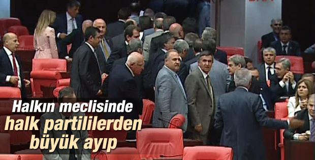 CHP'li vekillerden Erdoğan protestosu