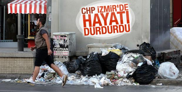 Greve çıkan işçiler nedeniyle İzmir sokakları çöplüğe döndü