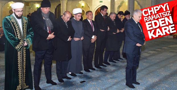 CHP'nin gündeminde Başbakan'ın namaz fotoğrafı var