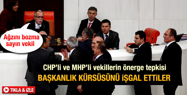 CHP'li ve MHP'li vekiller Meclis kürsüsünü işgal etti