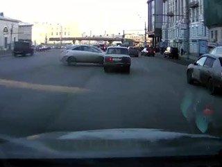 Çılgın sürücü aracını böyle park etti - Video