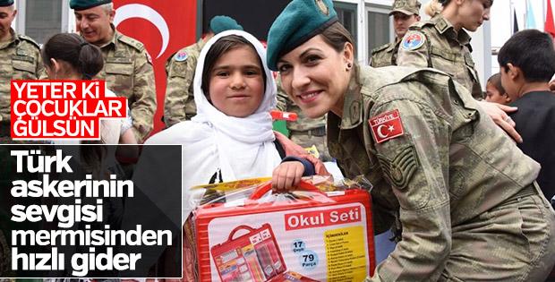 Afganistan'da Türk askerine sevgi seli