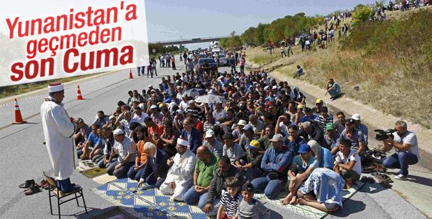Edirne Valisi mültecilerle TEM'de namaz kıldı