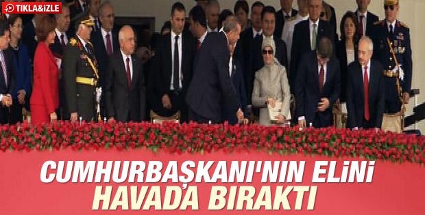 Kılıçdaroğlu Erdoğan'ın elini sıkmadı İZLE