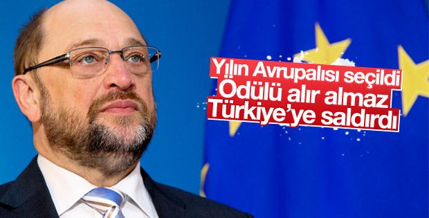 Martin Schulz ödül töreninde Türkiye'ye saldırdı