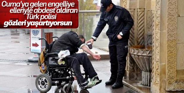 Tekerlekli sandalyedeki engelliye polis abdest aldırdı