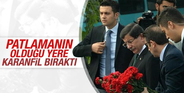 Başbakan Davutoğlu patlamanın olduğu meydana gitti