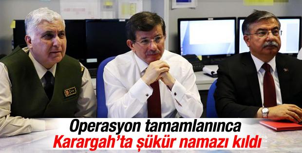 Davutoğlu operasyon gecesi Karargah'ta şükür namazı kıldı
