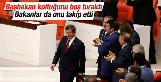 Başbakan Davutoğlu TBMM'de AK Parti sıralarına oturdu