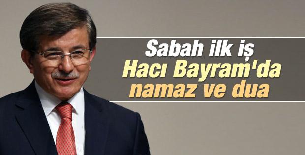Erdoğan ve Davutoğlu Cuma namazını beraber kıldı