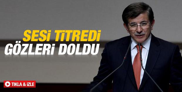 Ahmet Davutoğlu ilk konuşmasını yaparken duygulandı