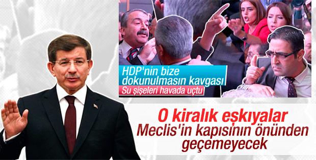 Davutoğlu kavgacı HDP'lilere sert çıktı
