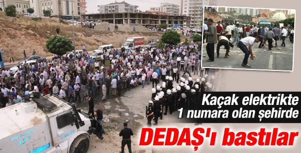 Mardin'de çiftçiler DEDAŞ binasını bastı