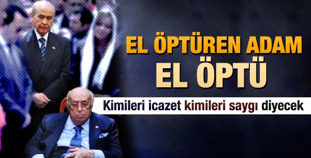 Devlet Bahçeli Demirel'in elini öptü
