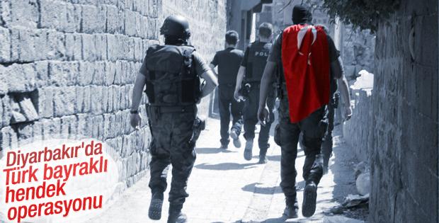 Diyarbakır'da Türk bayraklı operasyon