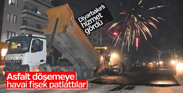 Diyarbakır'da havai fişekli asfalt kutlaması