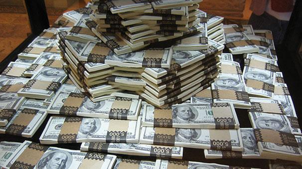 Dolar 2.21 liranın altına geriledi