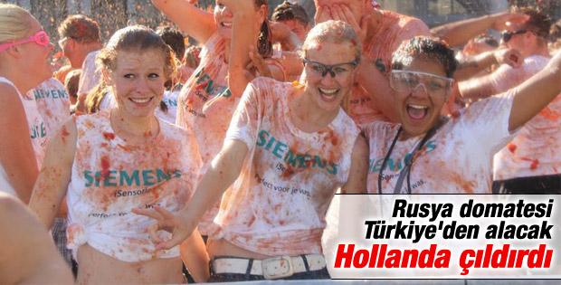Hollanda'dan Rusya'ya domatesli protesto İZLE