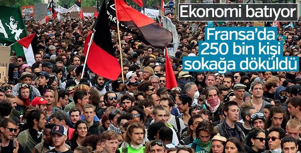 Fransa'da Macron karşıtı 250 bin kişi sokağa indi