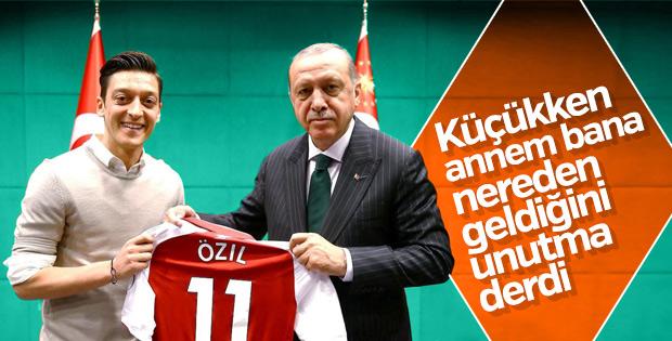 Mesut Özil: Yine olsa aynı fotoğrafı çektirirdim