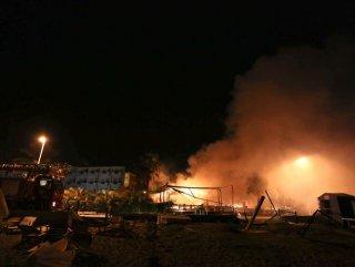 Manavgat'ta Türk bayrağı asılı olmayan işyerleri yakıldı