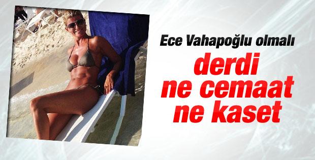 Ece Vahapoğlu'ndan ilk bikinili fotoğraf
