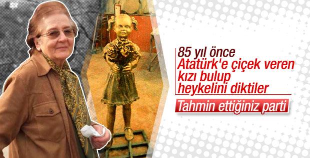 Atatürk'e çiçek veren kızın heykeli yapıldı