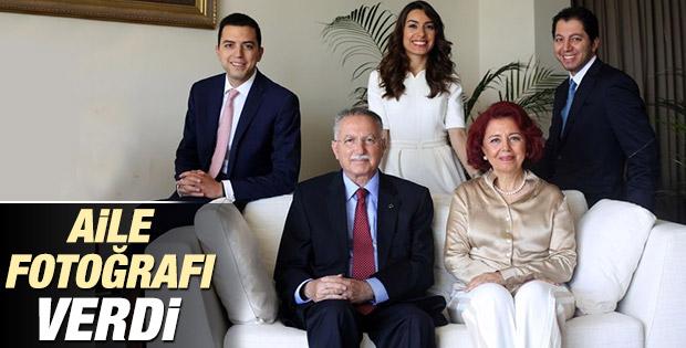Çatı aday İhsanoğlu'ndan aile fotoğrafı İZLE