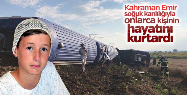 Tren kazasında vagonun camını kıran Emir, hayat kurtardı