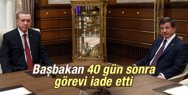 Başbakan Davutoğlu görevini iade etti