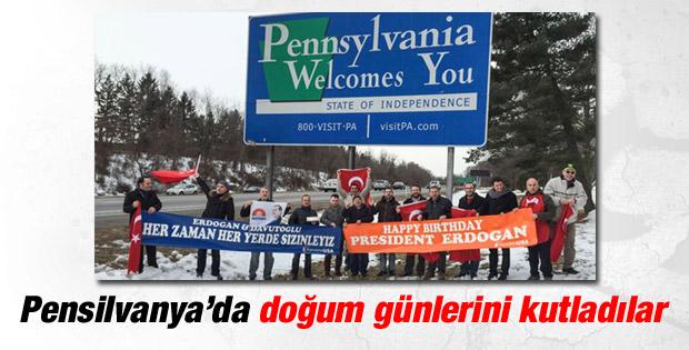 Erdoğan ve Davutoğlu'na Pensilvanya'da doğum günü kutlaması