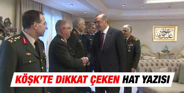 Erdoğan'ın Köşk salonunda dikkat çeken hat yazısı