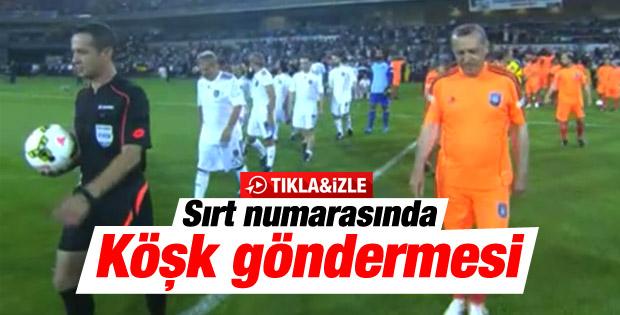 Başbakan Erdoğan'dan sırt numarasıyla Köşk göndermesi