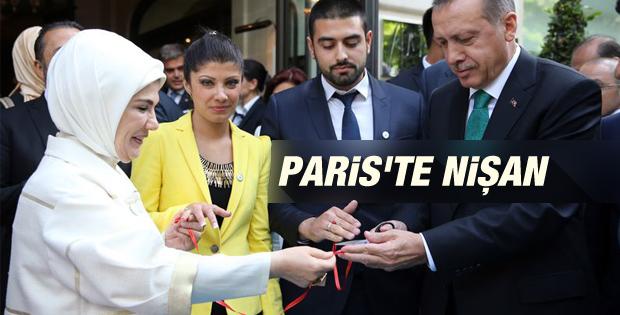 Erdoğan Paris'te genç çiftin nişan yüzüklerini taktı