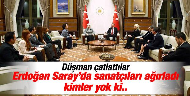 Cumhurbaşkanı Erdoğan sanatçılarla bir araya geldi