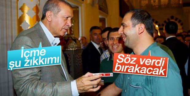 Vatandaşın cebindeki sigara paketi Erdoğan'dan kaçmadı
