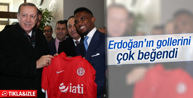 Eto'o Cumhurbaşkanı Erdoğan'a formasını hediye etti