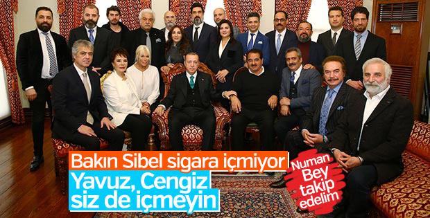 Erdoğan iki sanatçıdan sigarayı bırakmalarını istedi