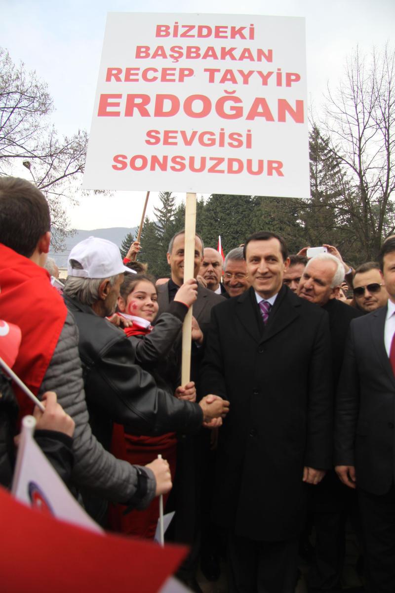 Makedonya'dan Başbakan'a destek