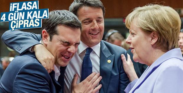 Merkel, Çipras ve Renzi'nin keyifli halleri