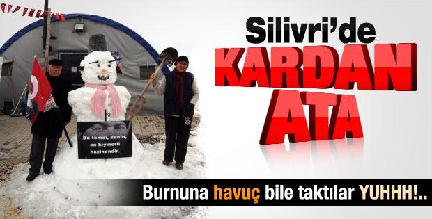 Silivri'de kardan adamdan Atatürk yaptılar