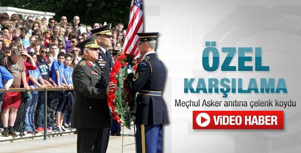 Özel Meçhul Asker Anıtı'na çelenk koydu - Video