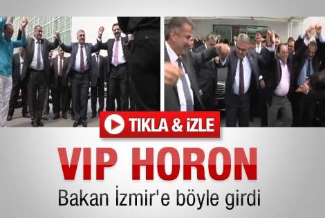 Bakan İzmir'e horon teperek girdi