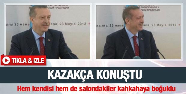 Erdoğan Kazakça konuştu salonda kahkaha koptu