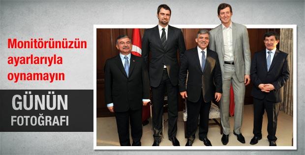 Abdullah Gül Ömer Aşık ve Mehmet Okur'la görüştü