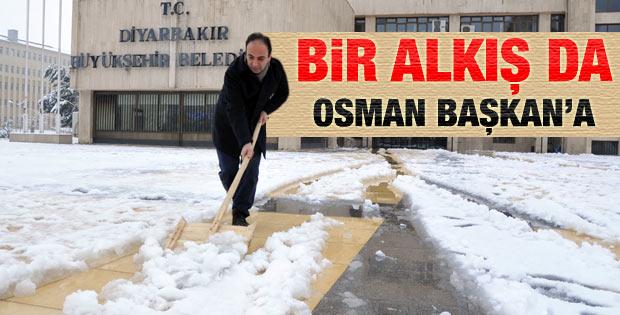Osman Baydemir'in 12 saatlik kar nöbeti