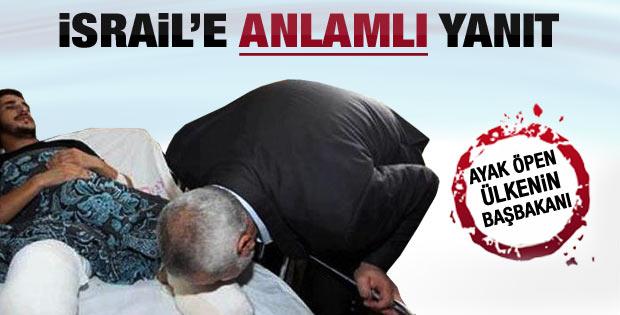İsmail Heniye vatandaşının ayağını öptü