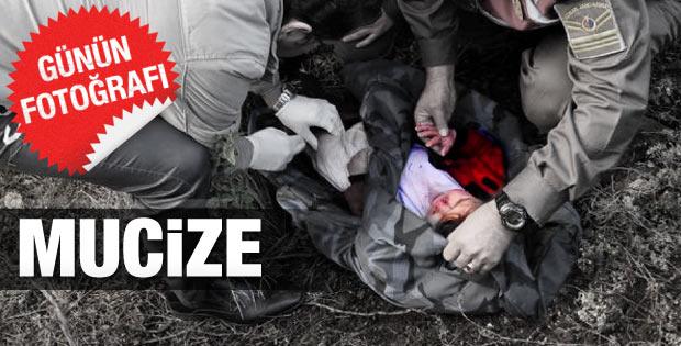 Anne ve baba öldü bebek sağ kurtuldu