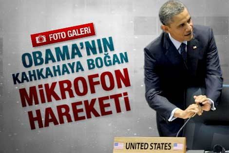 Obama'nın kahkahaya boğan mikrofon hareketi